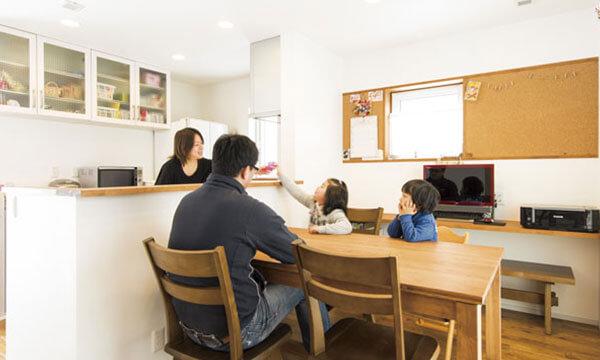 日立市・水戸市の注文住宅モリハウジングのダイニングテーブル